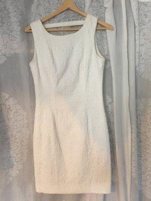 Weißes gemustertes Kleid