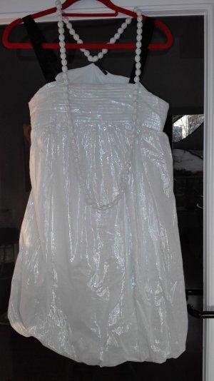 Weißes Glitzer-Kleid mit Perlenkette (Weihnachten, Silvester)