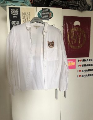 Weißes Hemd mit kleiner Stickerei