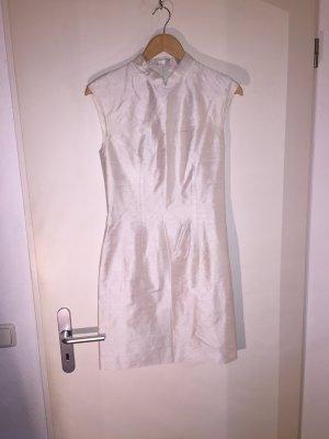 Weißes Kleid aus Seide