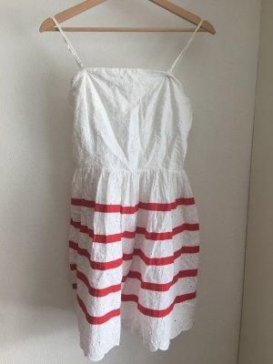 weißes kleid mit blumenverzierung von naf naf