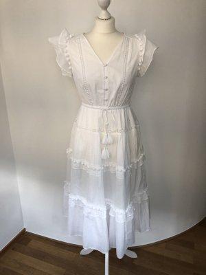 Weißes Kleid mit Flügelärmeln