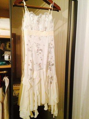 Weißes Kleid mit Glitzerapplikationen