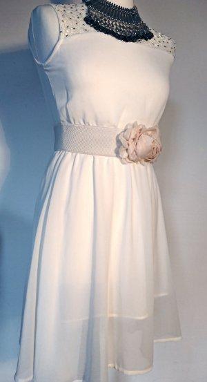 Weißes Kleid mit Spitze und Steinchen