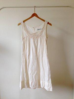 Weißes Kleid mit Spitze von Zara
