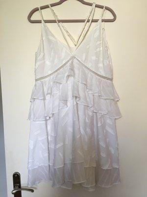Weisses Kleid mit Volants