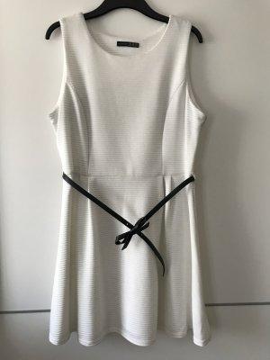 Weißes Kleid von Atmosphere