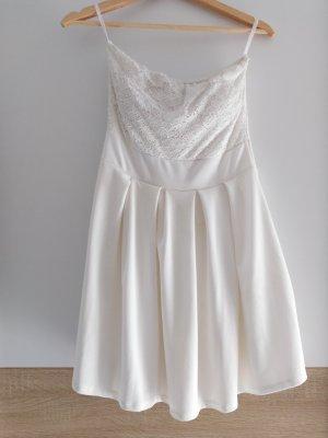 weißes kurzes sommer Kleid mit spitze