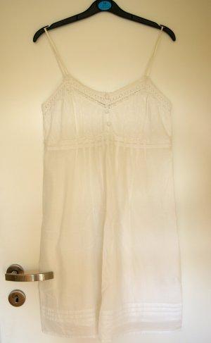 weißes kurzes Sommerkleid