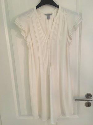 Weißes luftiges Sommerkleid