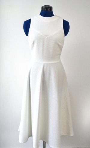 Weißes Midi-Kleid aus strukturiertem Material