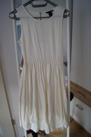 Weißes Midi-Sommerkleid
