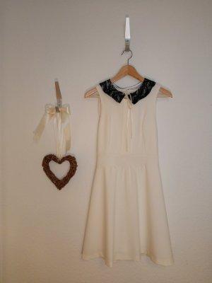 Weißes Mini Sommerkleid mit süßem Bubikragen
