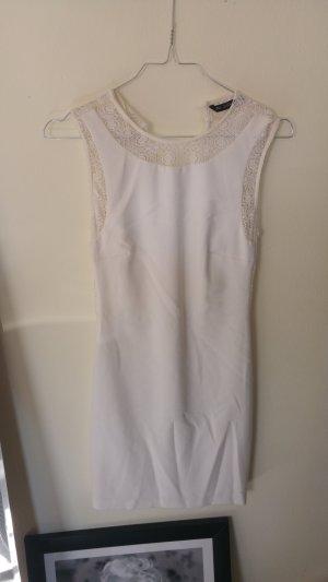 Weißes Minikleid mit Spitze
