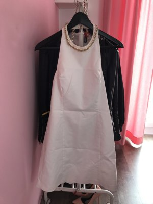 Weißes mittellanges Kleid