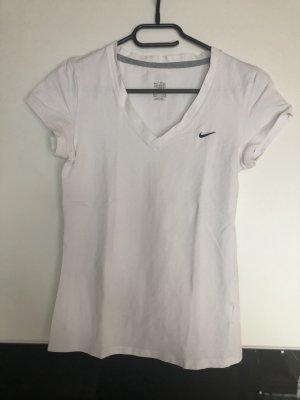 Weißes Nike T-Shirt.