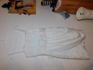 Weißes Samt-Abendkleid von H und M