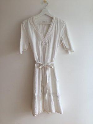 Weißes Sessun Leinenkleid