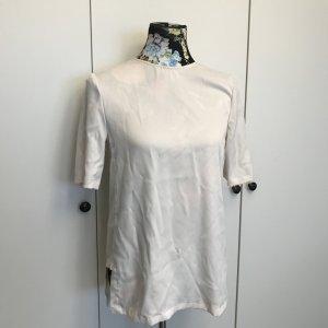 Weißes Shirt hinten länger
