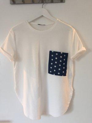 Weißes Shirt mit aufgesetzter Tasche