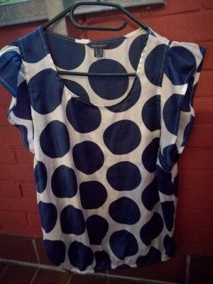 Weißes Shirt mit großen blauen Punkten