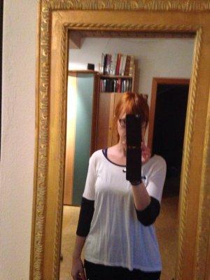 Weißes Shirt mit lederomitat Ärmeln