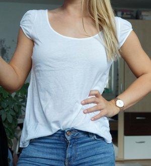 weißes Shirt mit leichten Puffärmeln
