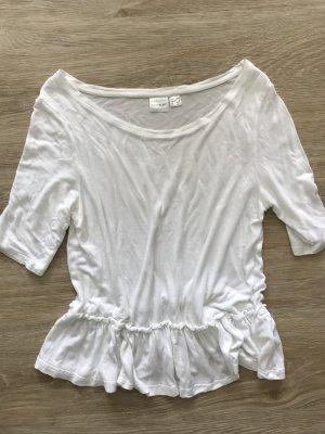 weißes Shirt mit Rüschen