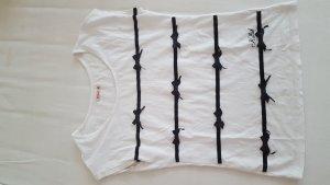 weißes Shirt mit Schleifen