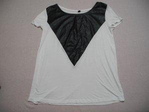 Weißes Shirt mit schwarzem Kunstleder