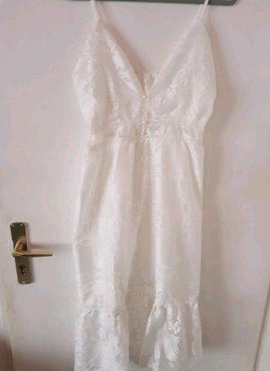 Weißes Sommerkleid in Spitzenoptik
