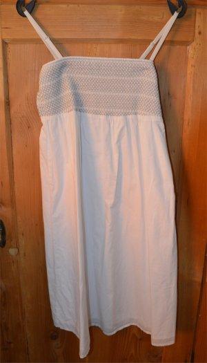 Weißes Sommerkleid mit abnehmbaren Trägern
