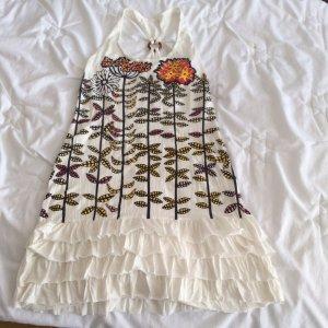 Weißes Sommerkleid mit Blümchen