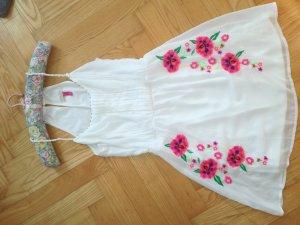 Weißes Sommerkleid mit pinken Blumenmotiven