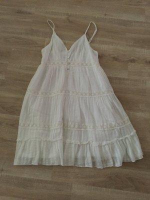 Weißes Sommerkleid von Yumi