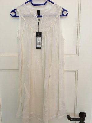 Weißes Sommerkleidchen