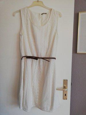 weißes Sommerkleis