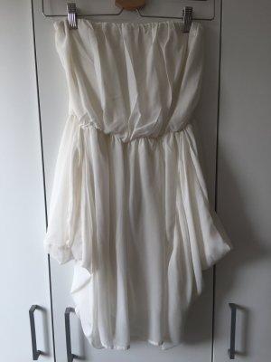 Weißes sommerliches Kleid