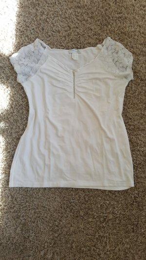 Weißes Sommershirt mit Spitzenärmeln, Größe S