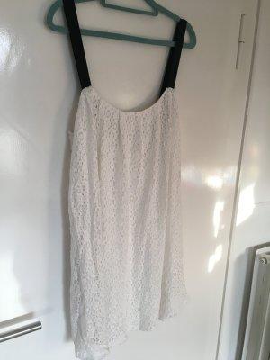 Weißes Spitzen-Kleid