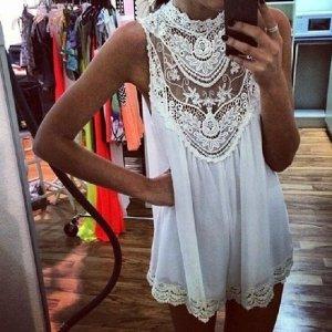 Weißes spitzen Kleidchen