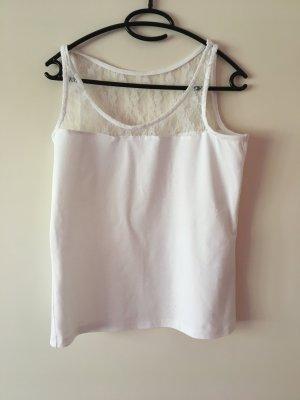 Weißes Spitzenshirt für den Sommer