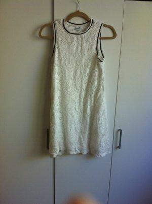 Weißes sportliches Kleid aus Spitze