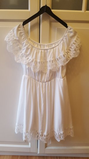 weißes Strandkleid mit Spitze