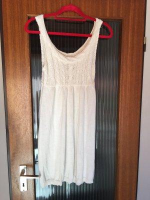 Weißes Strickkleid