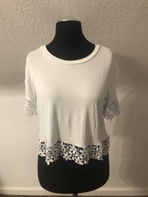 Weißes, süßes Shirt mit Blumenspitze