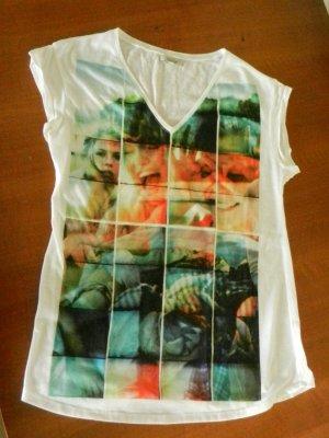 weißes T-Shirt mit buntem Print