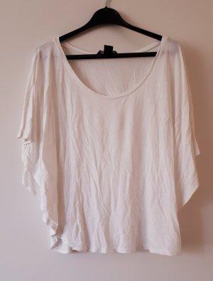 Weißes T-Shirt mit Fledermausärmeln