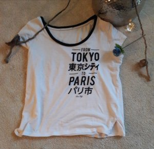 weißes T-Shirt mit Schrift