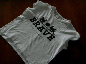 weißes T-Shirt mit schwarzem Print